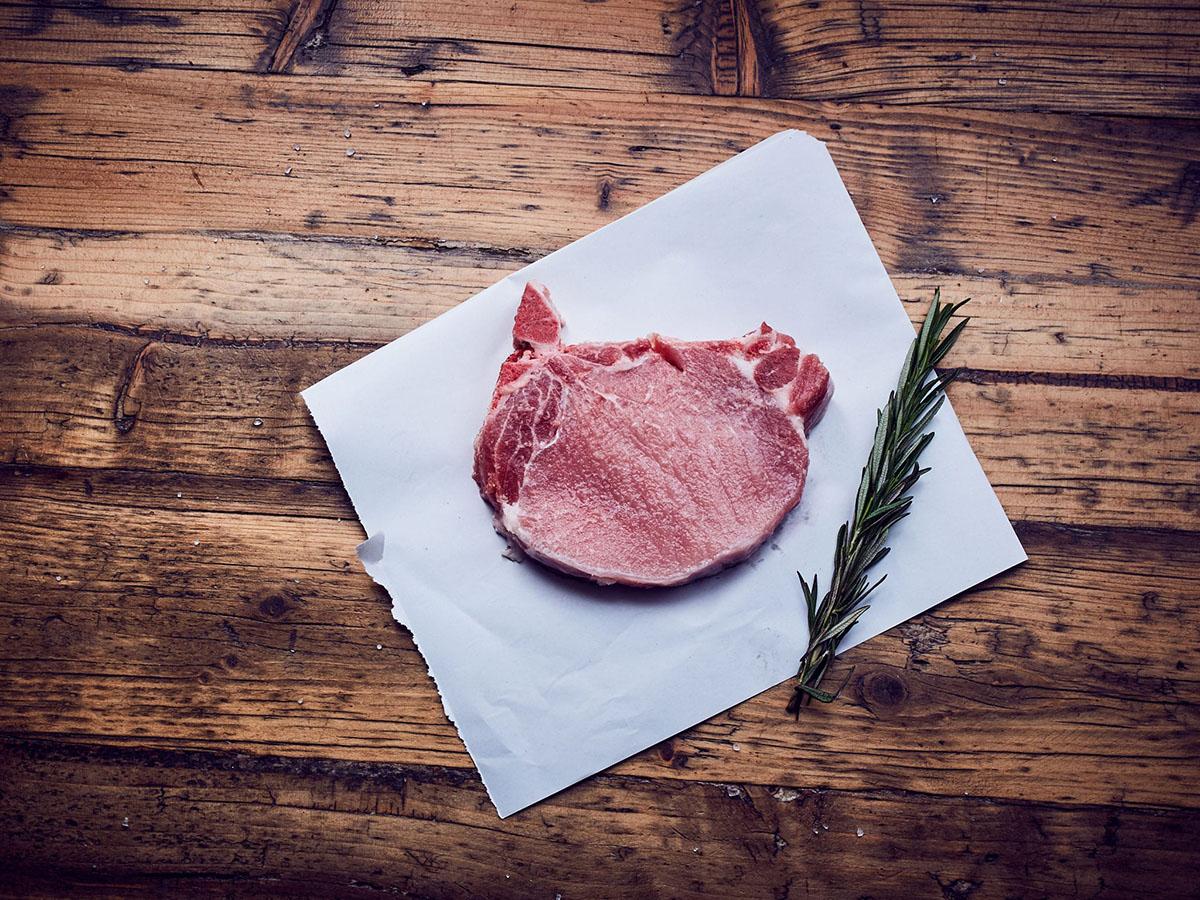 Karbonade-Kotelett-Schwein-Bio-Karbonade-Bio-Fleisch-Hof-Eggers-Hamburg
